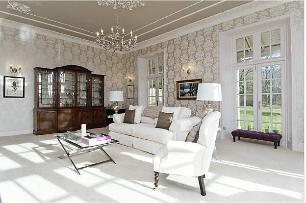Spacious, bright sitting room.